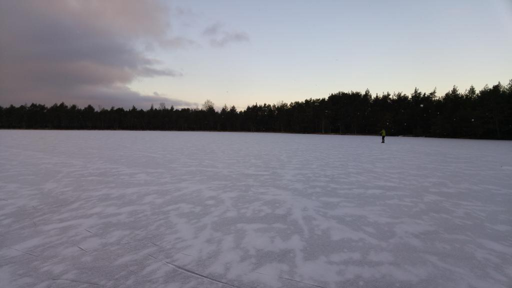 skating on frozen Kõnnujärv